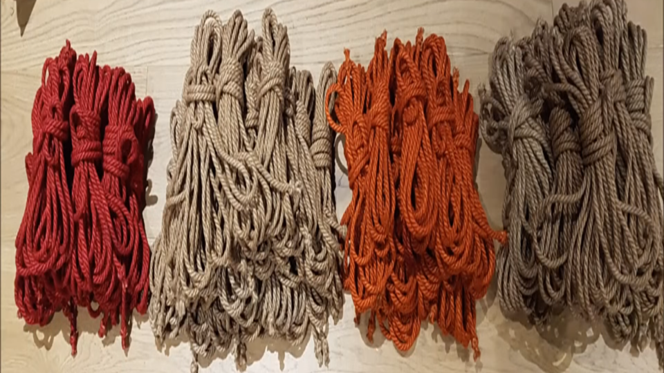cuerdas de colores tamaños de las cuerdas de yute para BONDAGE, SHIBARI O KINBAKU
